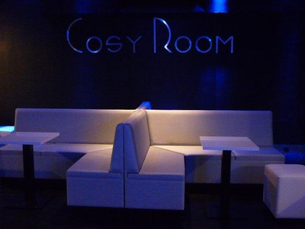 mobilier pour discotheque night club bar de nuit piano bar clubs casino. Black Bedroom Furniture Sets. Home Design Ideas