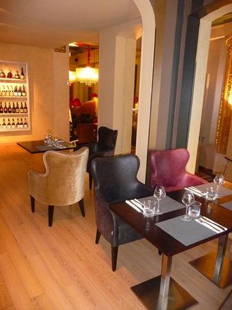 fauteuil tapissé pour restaurant avec dossier en ogive et haut