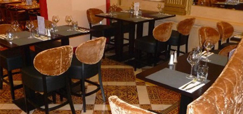 l hotel particulier change de d cor et choisit du mobilier vauzelle. Black Bedroom Furniture Sets. Home Design Ideas