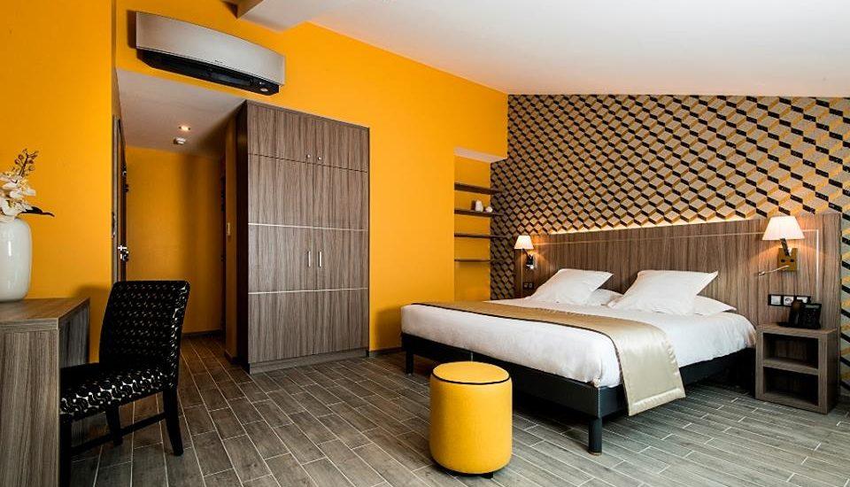 Hotel unique de residence de saint raphael - chaise Derby - pouf Ted