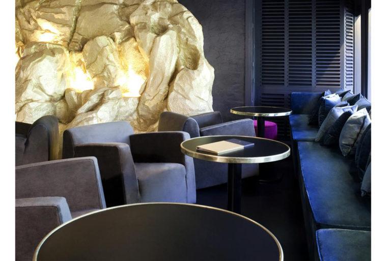 Se prélasser dans un espace lounge aux couleurs bleutées
