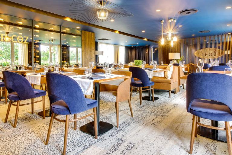 Un restaurant aux teintes bleues et marron
